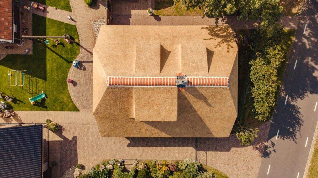 top down view drone rieten dak ogink rietdekkers
