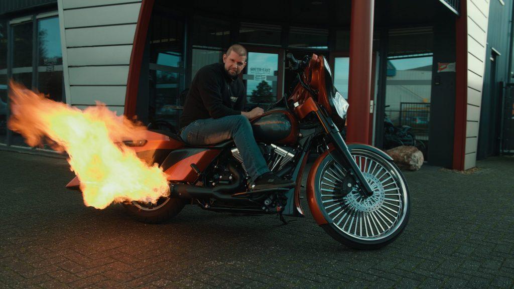vlam uit uitlaat harley davidson promotiefilm commercial