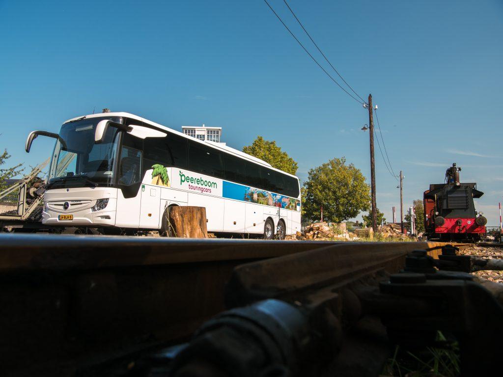 peereboom touringcars bus locomotief